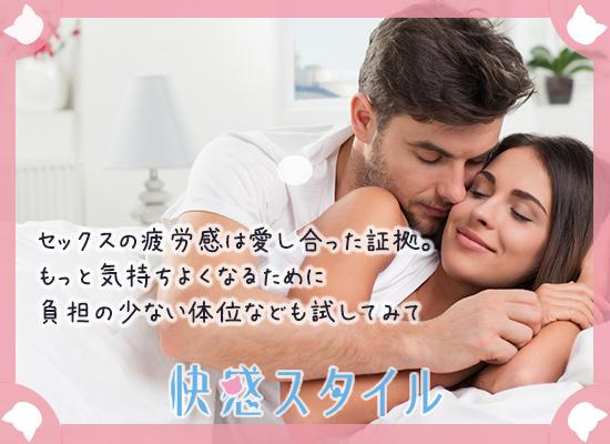 男性に抱きしめられて笑顔の女性