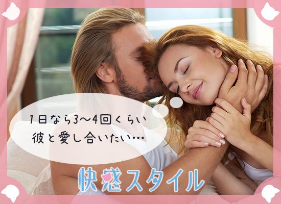 男性にキスをされて嬉しそうな様子の女性